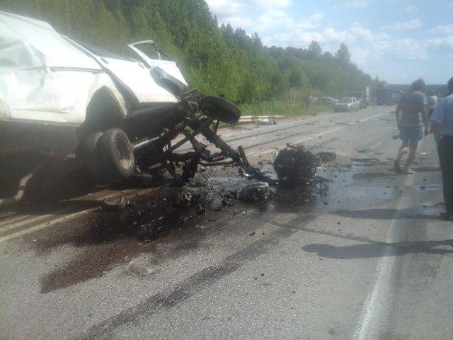 ВПермском крае «ГАЗель» столкнулась сгрузовиками