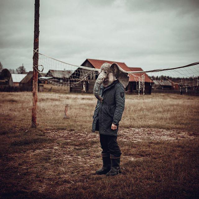 Пермяк в маске «грустного слона» завел аккаунт в Instagram