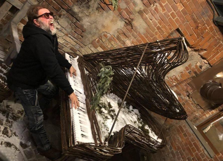 Борису Гребенщикову понравился пермский рояль из ветвей