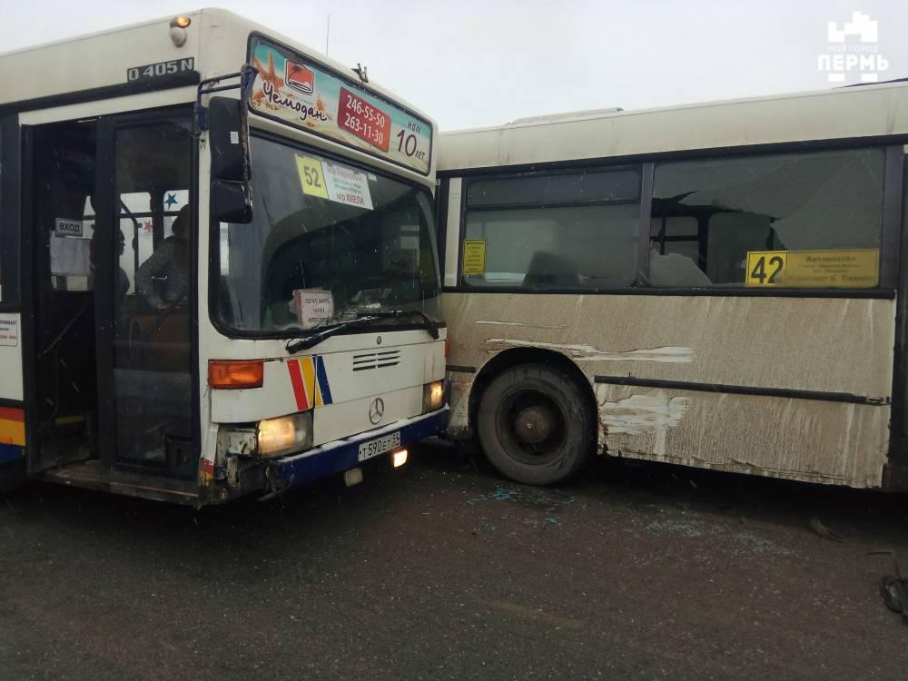 В Перми столкнулись два автобуса