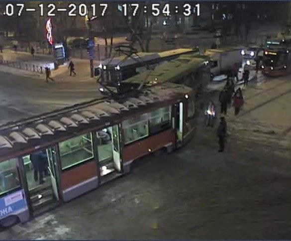 Вцентре Перми столкнулись автобус итрамвай