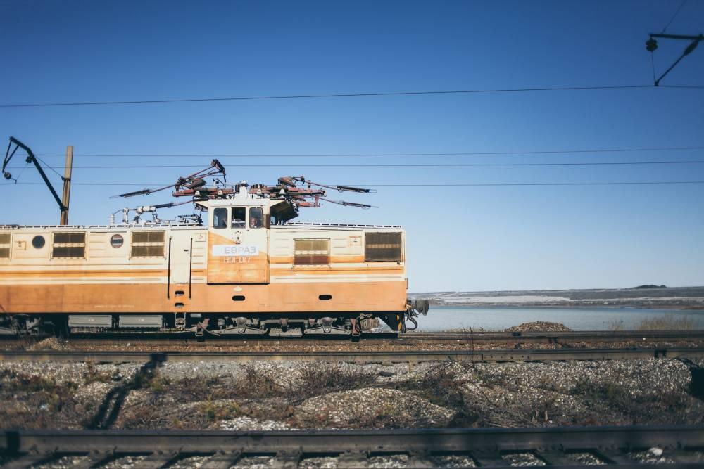 В Пермском крае сошел с рельсов локомотив с девятью вагонами