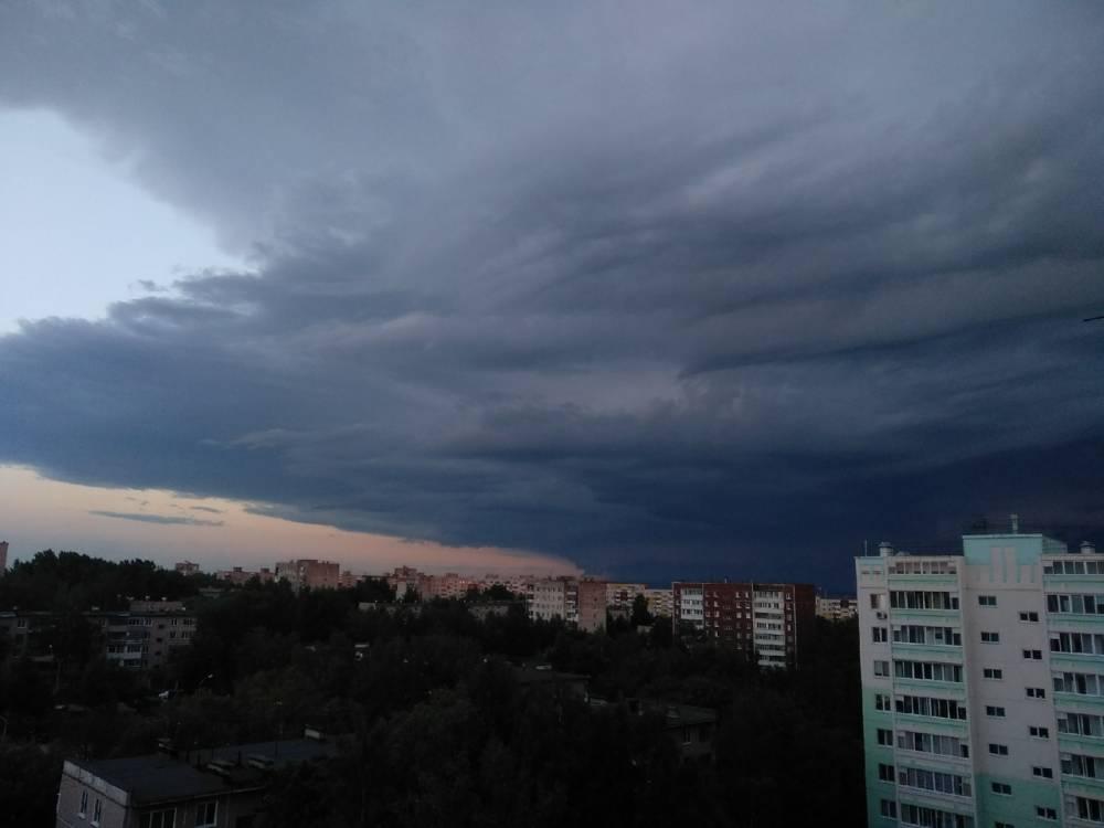 МЧС: В Прикамье в понедельник ожидаются грозы и порывы ветра 15-20 м/с